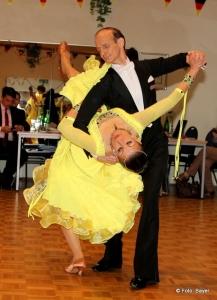 das Tanzpaar vom Tanzsportclub Rot-Gold Sinsheim bei den Standardtänzen von Walzer bis Quickstep. Bilder von Carola Bayer, Hamburg