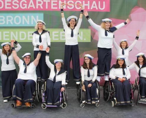 """die Rollstuhltanz-Formation """"Rhythm on wheels"""" vom Tanzsportclub Rot-Gold Sinsheim mit Ihrem Matrosentanz auf der BUGA in Heilbronn"""